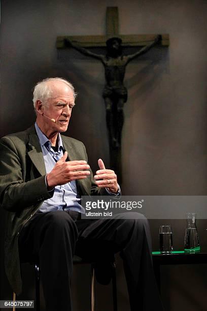 Charles Taylor und Dr Wolfram Eilenberger sprechen über die Frage Kann man heute noch religiös sein und die Zukunft des Glaubens in unserem säkularen...