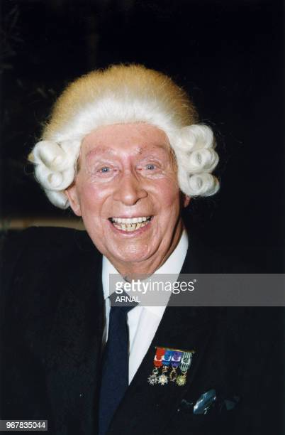 Charles Trenet reçoit le Prix Grand Siècle Laurent-perrier au Pavillon d'Ermmenonville le 23 octobre 1998, France.