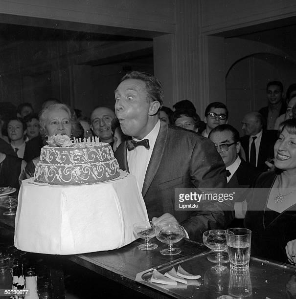 Charles Trenet , songwriter, French singer. Paris, Theatre de l'Etoile. October 1961. LIP-10892-042.