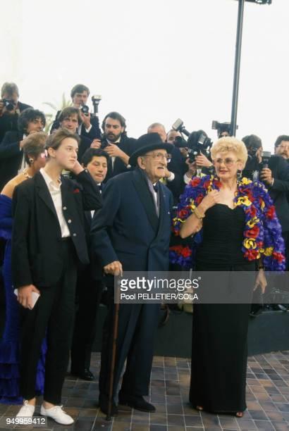 Charles Vanel son épouse Arlette et Charlotte Gainsbourg au Festival de Cannes le 8 mai 1986 France