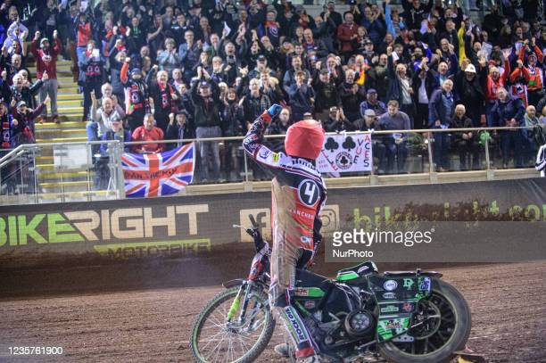 Charles Wright acknowledges the fans as the Aces take the aggregate win during the SGB Premiership Play off Semi-Final Second Leg between Belle Vue...