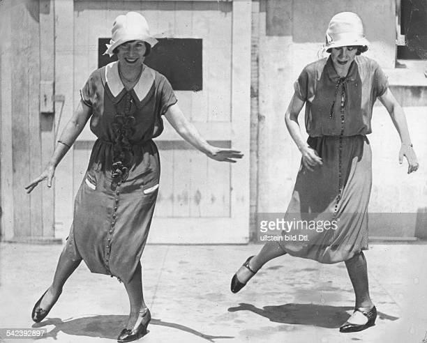 Charleston Two women dancing the charleston undated probably Vintage property of ullstein bild