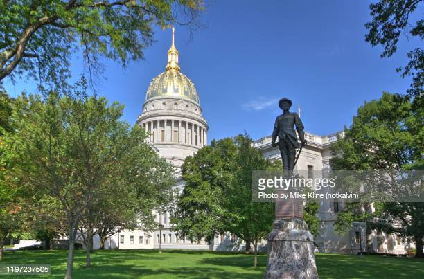 charleston, west virginia capitol building - protohistory_of_west_virginia stock pictures, royalty-free photos & images