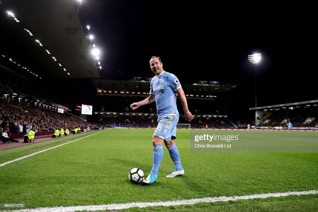 Burnley v Stoke City - Premier League : News Photo