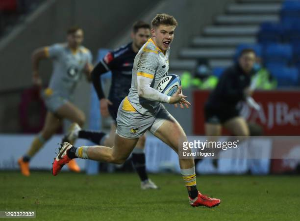 Charlie Atkinson of Wasps breaks clear to score their first try during the Gallagher Premiership Rugby match between Sale Sharks and Wasps at the AJ...
