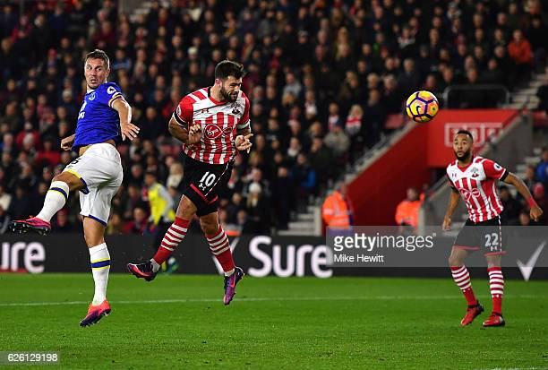 Charlie Austin of Southampton heads towards goal during the Premier League match between Southampton and Everton at St Mary's Stadium on November 27...