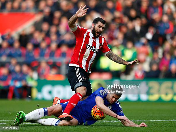 Charlie Austin of Southampton is challenged by Gary Cahill of Chelsea during the Barclays Premier League match between Southampton and Chelsea at St...