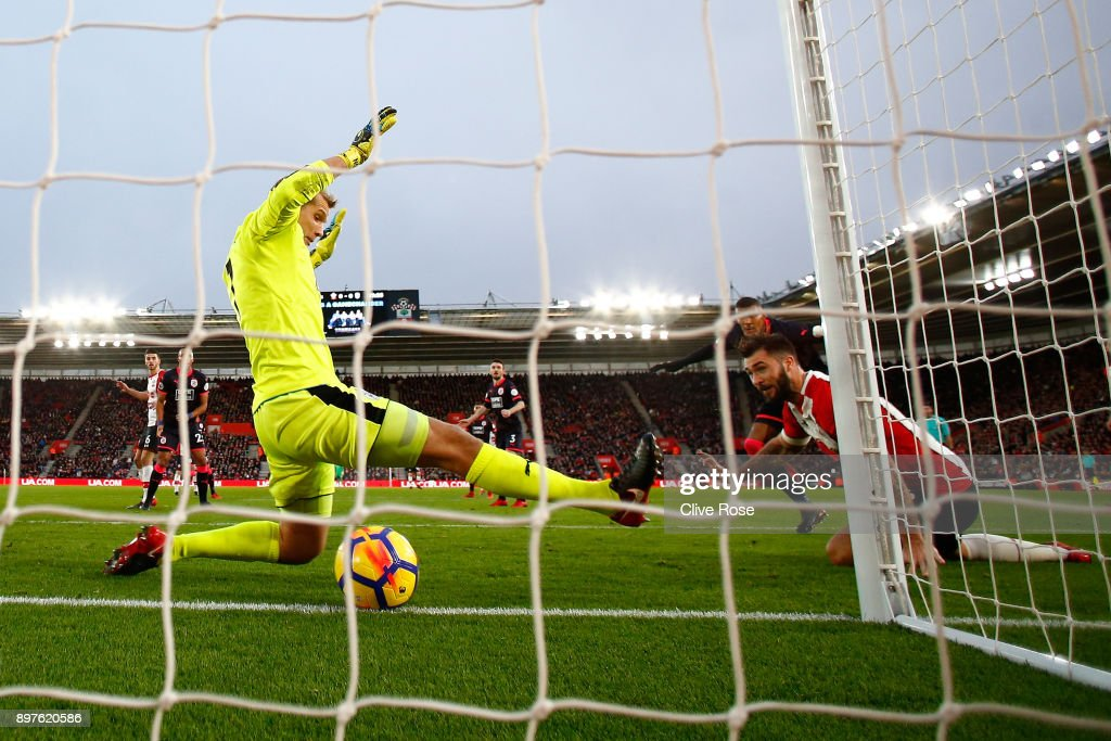 Charlie Austin of Southampton scores his sides first goal during the Premier League match between Southampton and Huddersfield Town at St Mary's Stadium on December 23, 2017 in Southampton, England.