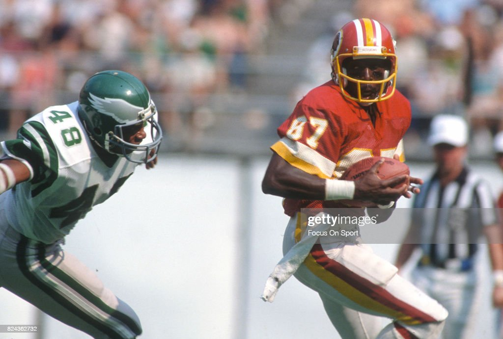 9f6297d9f73 Charlie Brown of the Washington Redskins looks to put a move on Wes ...