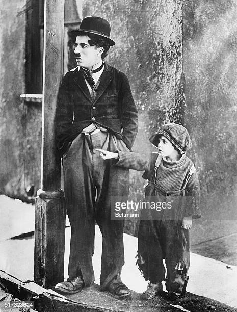 Charlie Chaplin and Jackie Coogan in 'The Kid' BPA2# 3197