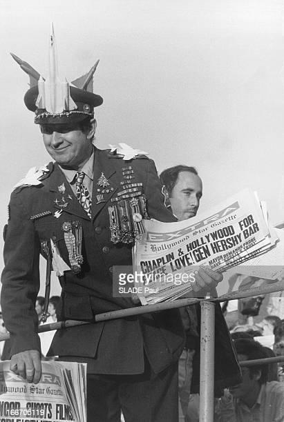 Back To The United States Le retour de Charlie CHAPLIN aux EtatsUnis fait la une des journaux Ici la Hollywood Star Gazette Charlot a obtenu un Oscar...