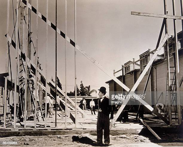 Charlie Chaplin English actor and director shooting his movie 'The tramp' or 'City lights' Phototgraphy 1931 [Charlie Chaplin englischer Schauspieler...