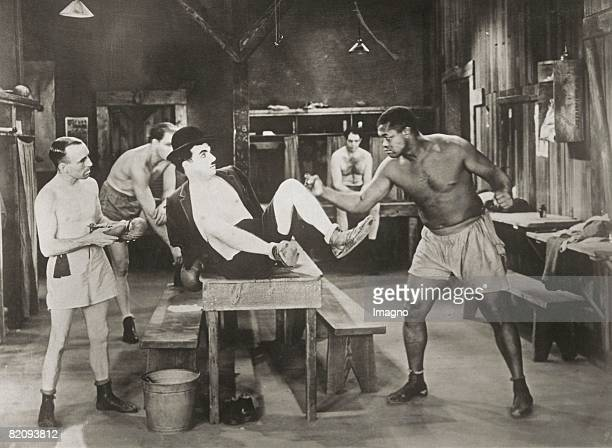 Charlie Chaplin in his role as a boxer in the movie 'City Lights' Photograph January 19th 1931 [Charlie Chaplin in seiner Rolle als Bxer in dem Film...