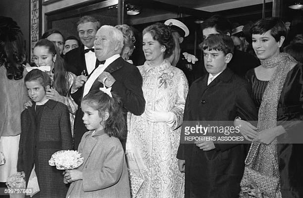 Charlie Chaplin Oona O'Neill et leurs enfants à la soirée de lancement du film 'La contesse à Hong Kong' en 1967