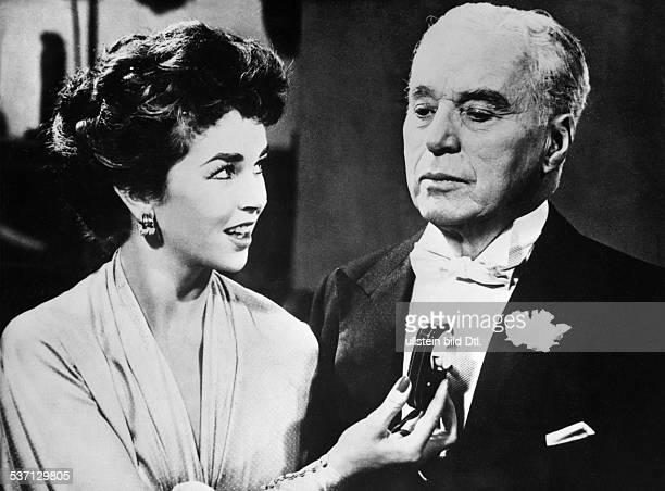 Charlie Chaplin Schauspieler Regisseur Grossbritannien mit Dawn Addams in 'A King in New York' 1957