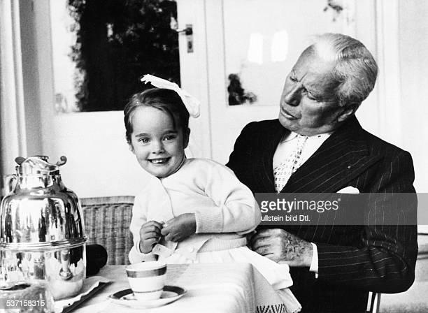Charlie Chaplin Schauspieler Regisseur Grossbritannien mit Tochter Victoria