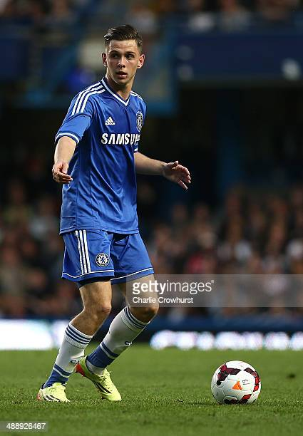Charlie Colkett of Chelsea attacks during the FA Youth Cup Final Second Leg match between Chelsea v Fulahm at Stamford Bridge on May 05 2014 in...