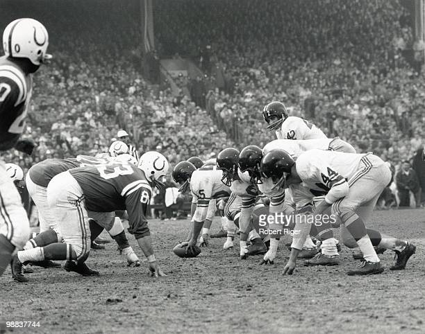 Charlie Conerly of the New York Giants stands under center Ray Wietecha as Al Barry Rosey Brown and Kyle Rote line up against Don Joyce of the...
