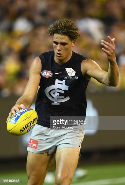 Charlie Curnow of the Blues kicks during the round one AFL match between the Richmond Tigers and the Carlton Blues at Melbourne Cricket Ground on...