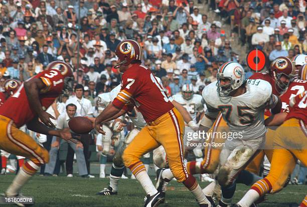 Charlie Harraway of the Washington Redskins takes a handoff from quarter back Billy Kilmer against the Miami Dolphins during Super Bowl VII at the...