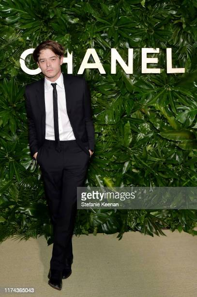 Charlie Heaton attends Chanel Dinner Celebrating Gabrielle Chanel Essence With Margot Robbie on September 12, 2019 in Los Angeles, California.