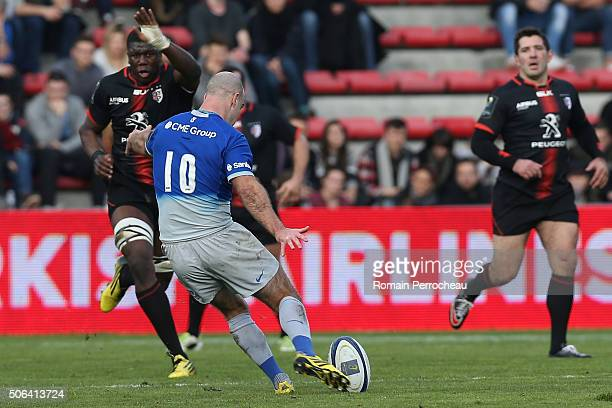 Charlie Hodgson kicks a drop goal during the European Rugby Champions Cup match between Toulouse and Saracens at stade Ernest Wallon on January 23...