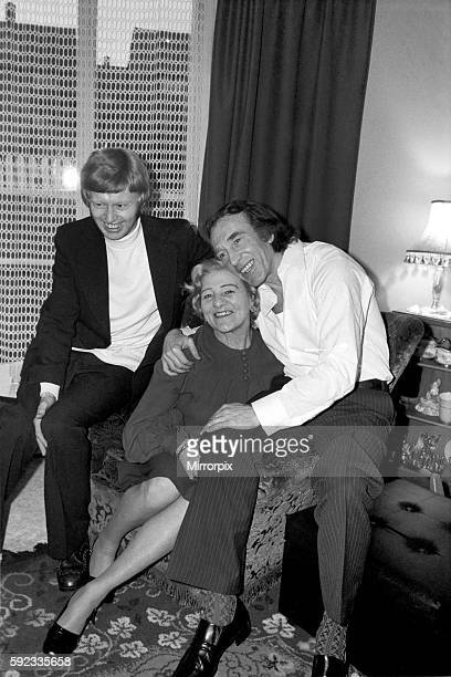 Charlie Kray at the home of his friend at St Mary Gray Kent with him his son Gray and his mother Violet January 1975 7500141006