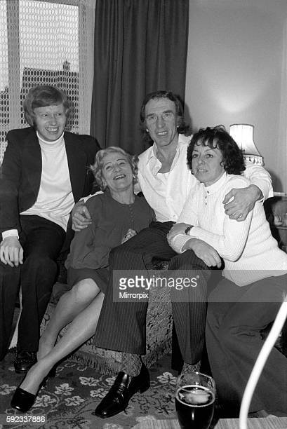 Charlie Kray at the home of his friend at St Mary Gray Kent with him his son Gray and his mother Violet January 1975 7500141001