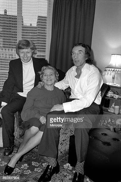Charlie Kray at the home of his friend at St Mary Gray Kent with him his son Gray and his mother Violet January 1975 7500141007