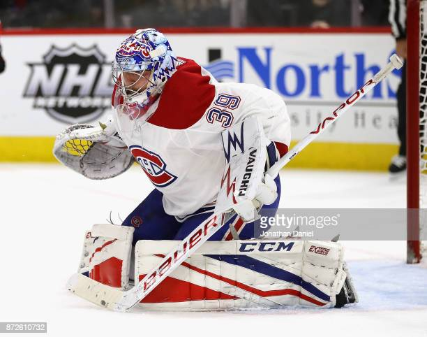 Charlie Lindgren of the Montreal Canadiens follows the action against the Chicago Blackhawks at the United Center on November 5 2017 in Chicago...