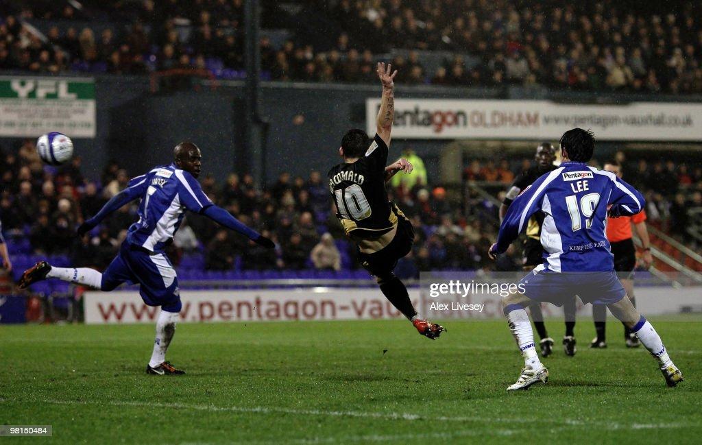 Oldham Athletic v Brentford : News Photo