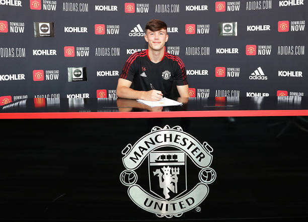 GBR: Charlie McNeill Signs a New Contract at Manchester United