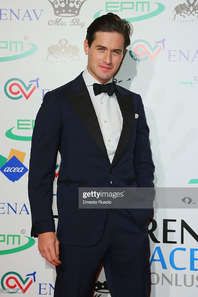 The Children For Peace Benefit Gala - Red Carpet : News Photo