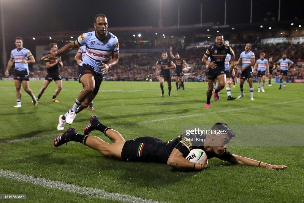 NRL Rd 9 - Panthers v Sharks : News Photo