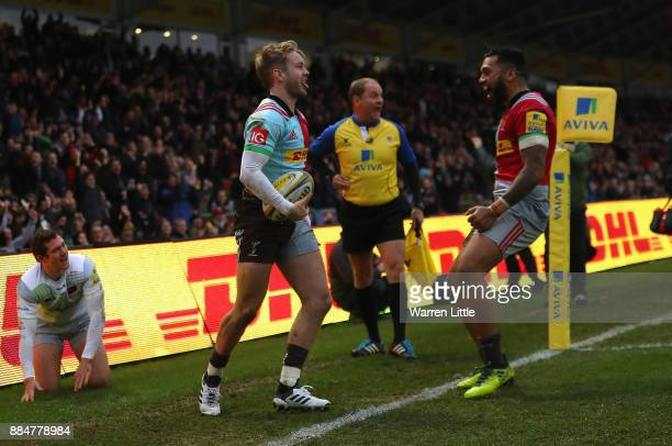 Charlie Walker of Harlequins celebrates scoring a try during the Aviva Premiership match between Harlequins and Saracens at Twickenham Stoop on...