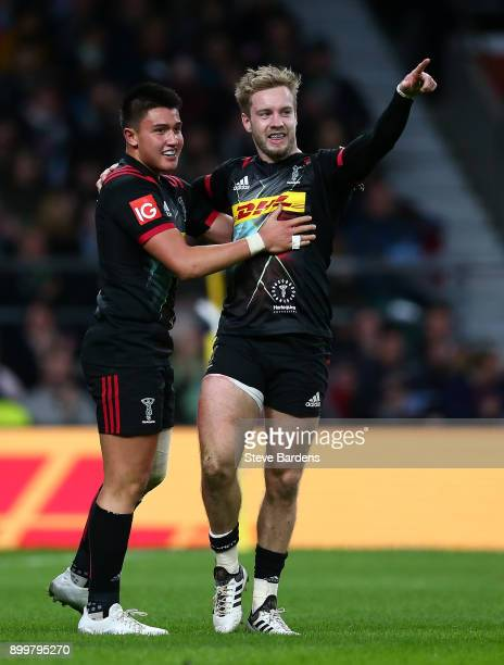 Charlie Walker of Harlequins celebrates with team mate Marcus Smith after scoring his team's second try of the game during the Aviva Premiership Big...