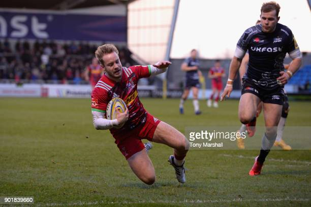 Charlie Walker of Harlequins scores their second tryduring the Aviva Premiership match between Sale Sharks and Harlequins at AJ Bell Stadium on...