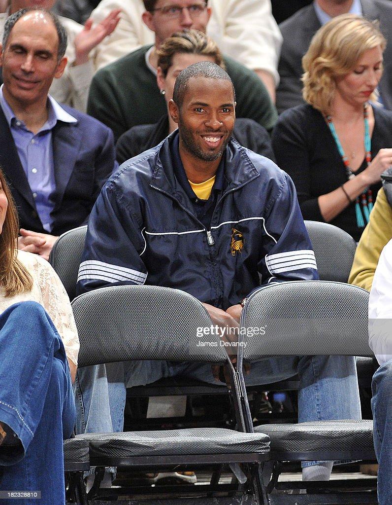 Celebrities Attend Philadelphia 76ers Vs New York Knicks - March 19, 2010 : News Photo
