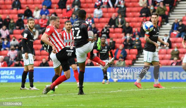 Charlie Wyke of Sunderland scores the second goal during the Sky Bet League One Play-off Semi Final 2nd Leg match between Sunderland and Lincoln City...