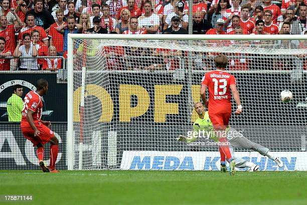 Charlison Benschop of Duessdorf scores his team's first goal from a penalty to equalise during the Second Bundesliga match between Fortuna...