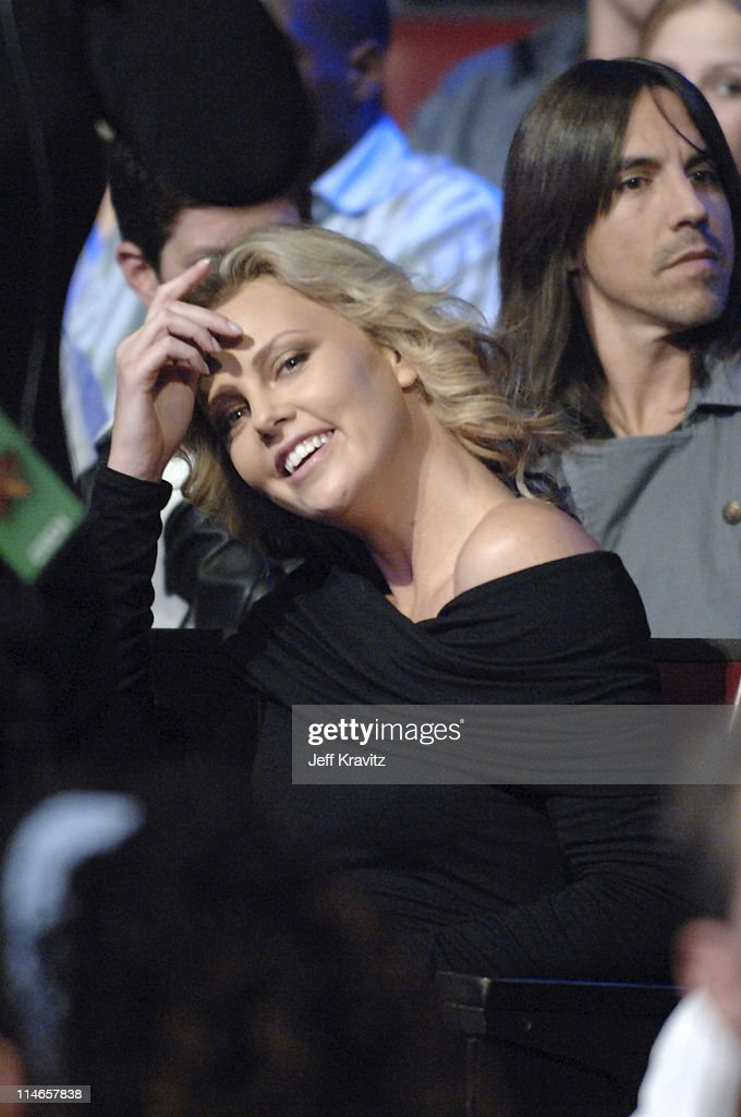 2005 Spike TV Video Game Awards - Backstage and Audience : News Photo