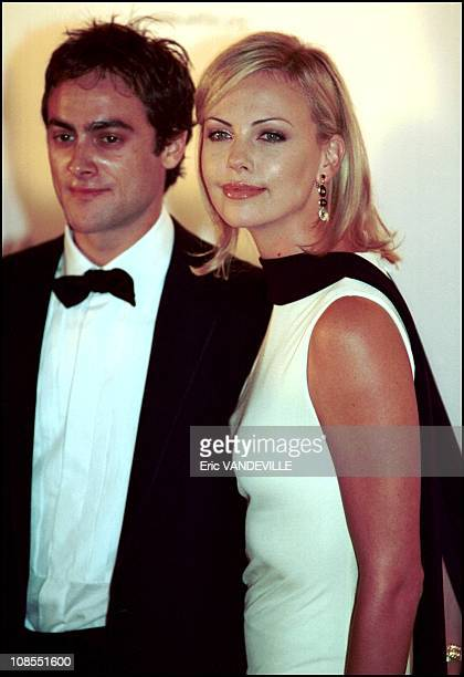 Charlize Theron and boy friend Stuart Townsend in Venice Italy on August 31st 2001