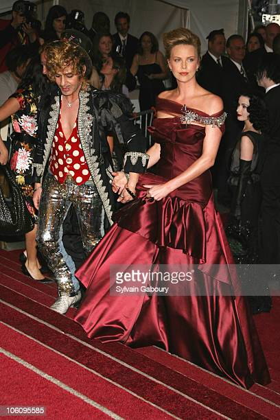 Charlize Theron and Stuart Townsend during The Costume Institute Gala celebrating AngloMania Tradition and Transgression on British Fashion at...