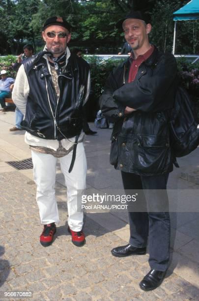 Charlélie Couture et Tom Novembre au tournoi de tennis de Roland Garros en juin 1995 Paris France