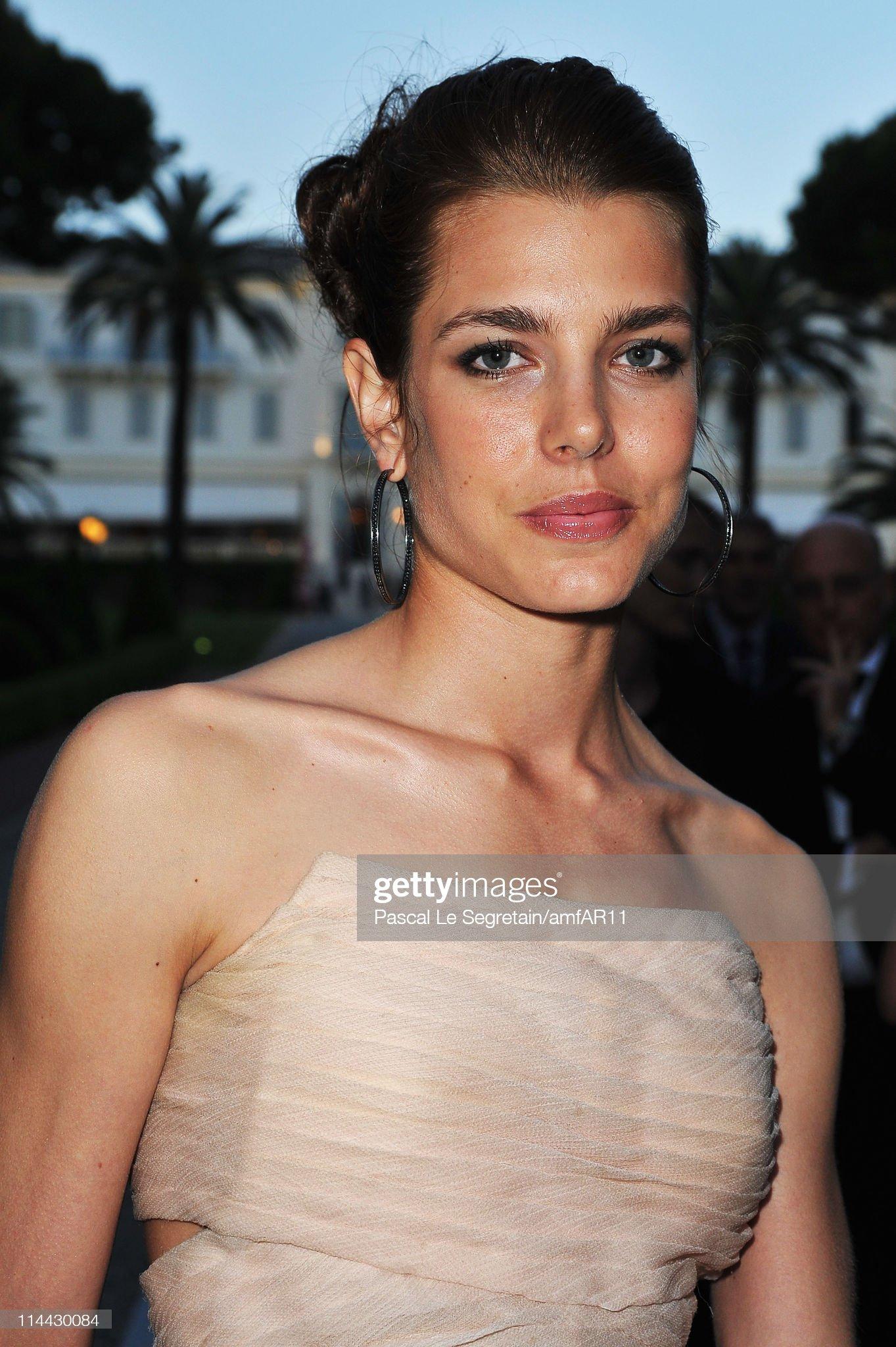 2011 amfAR's Cinema Against AIDS Gala - Red Carpet : News Photo