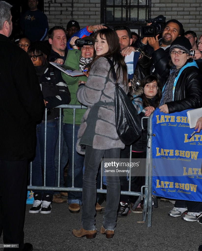 """Kristen Bell Visits """"Late Show With David Letterman"""" - January 18, 2010"""