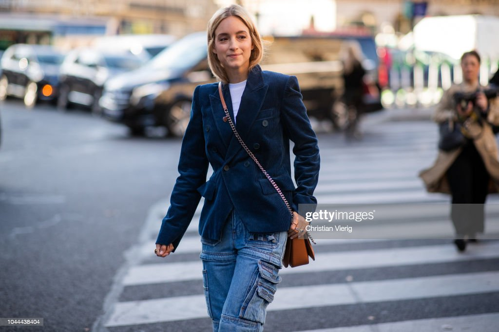 Street Style : Paris Fashion Week Womenswear Spring/Summer 2019 : Day Eight : Photo d'actualité
