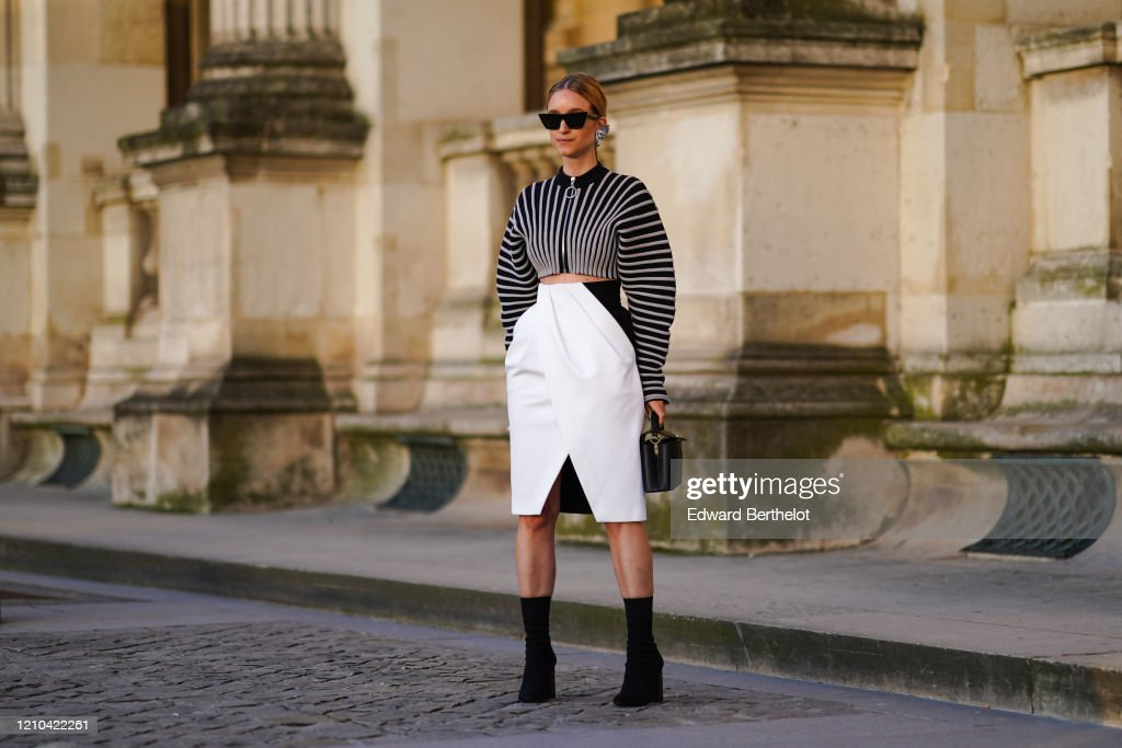 Street Style  - Paris Fashion Week - Womenswear Fall/Winter 2020/2021 : Day Nine : Photo d'actualité