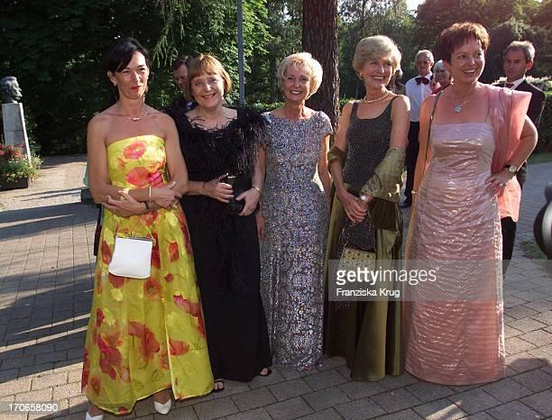 Charlotte Merz Angela Merkel Karin Stoiber Friede Springer Ilse Glos Bei Der Eröffnung Der Richard Wagner Festspiele In Bayreuth