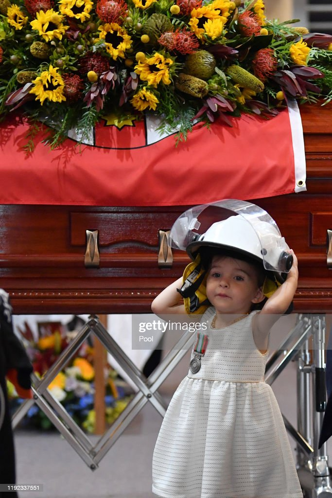 Mourners Attend Funeral For Volunteer Firefighter Andrew O'Dwyer : Nachrichtenfoto